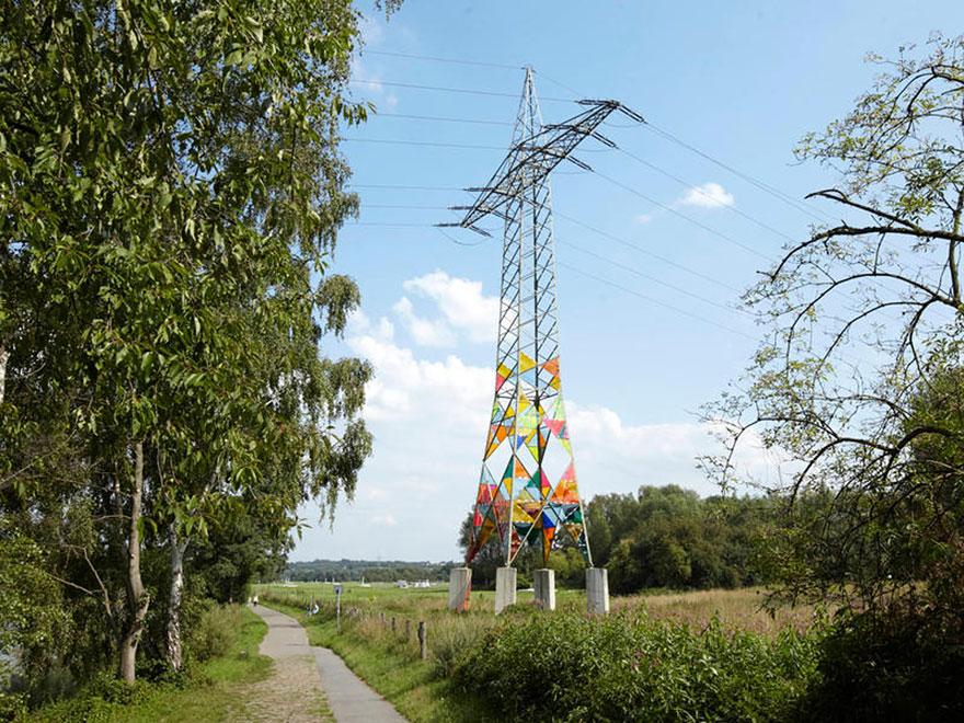 Turnul colorat foto 1 - boredpanda.com
