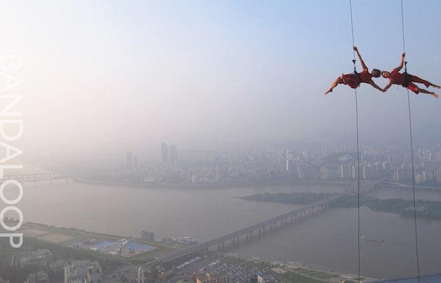 Aerial-Dance-Performances-on-Building-Walls-Feeldesain-Bandaloop1