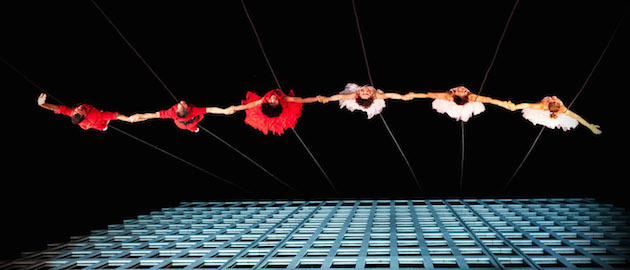 Aerial-Dance-Performances-on-Building-Walls-Feeldesain-Bandaloop7