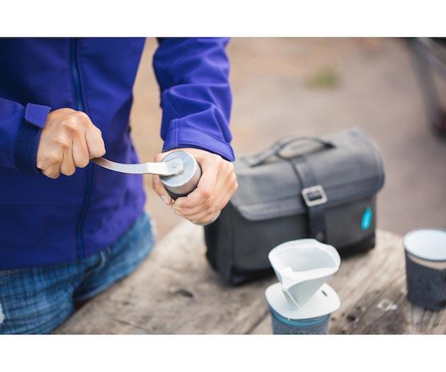 Blue-Bottle-Coffee-Travel-Kit-Feel-desain-Timbuk25