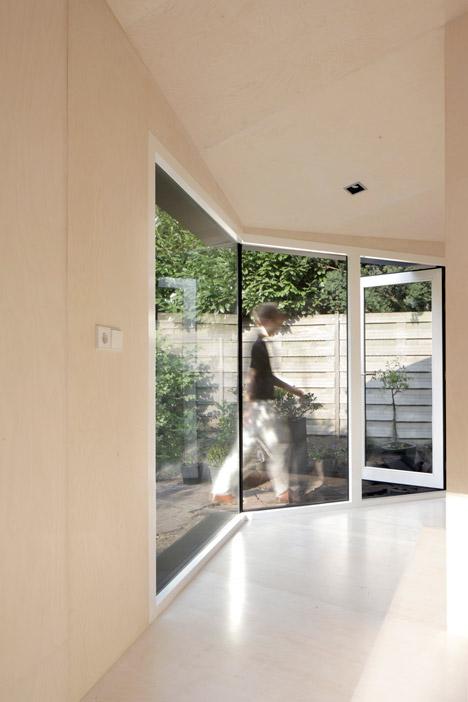 Garden-Studio-by-Serge-Schoemaker-Architects_dezeen_468_0