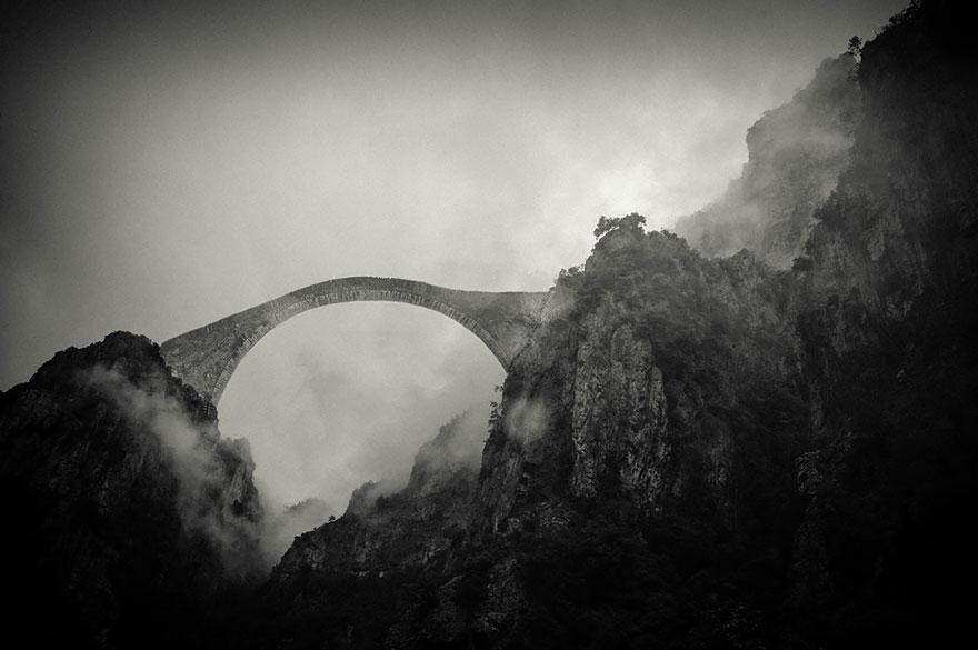 Poduri care te poartă pe alte tărâmuri