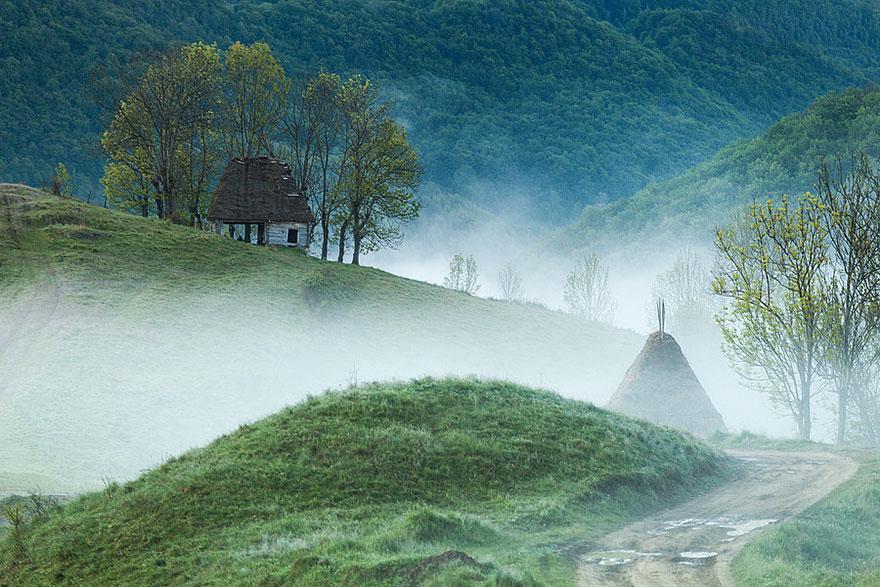 tiny-house-fairytale-nature-landscape-photography-20__880