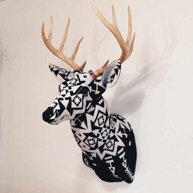 Modern-Fabric-Stag-Head-feel-desain-Chase-Halland05
