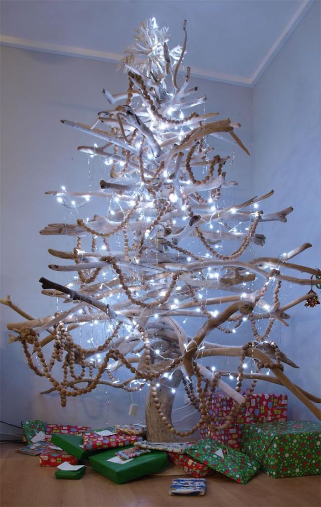 XX-Of-The-Most-Creative-Christmas-Trees-Ever30__700