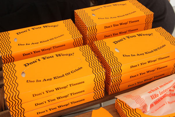 tissue-napkin-box-inspirational-messages-dont-you-weep-hugo-santos-1