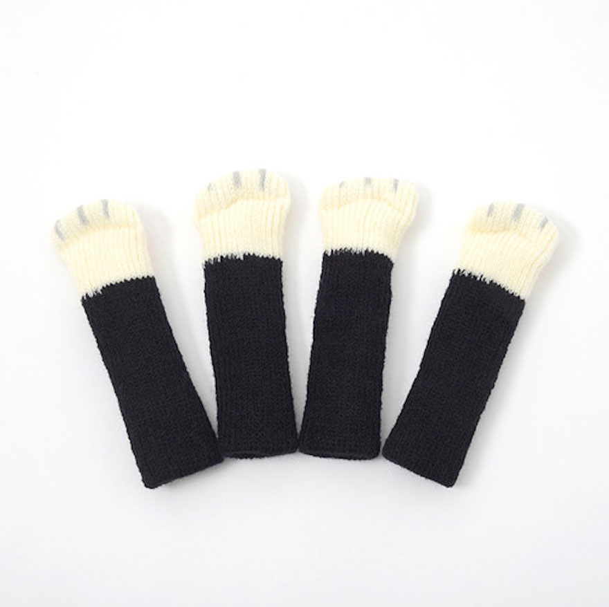 cat-paw-sock-feet-chair-nekoashi-toyo-case-2