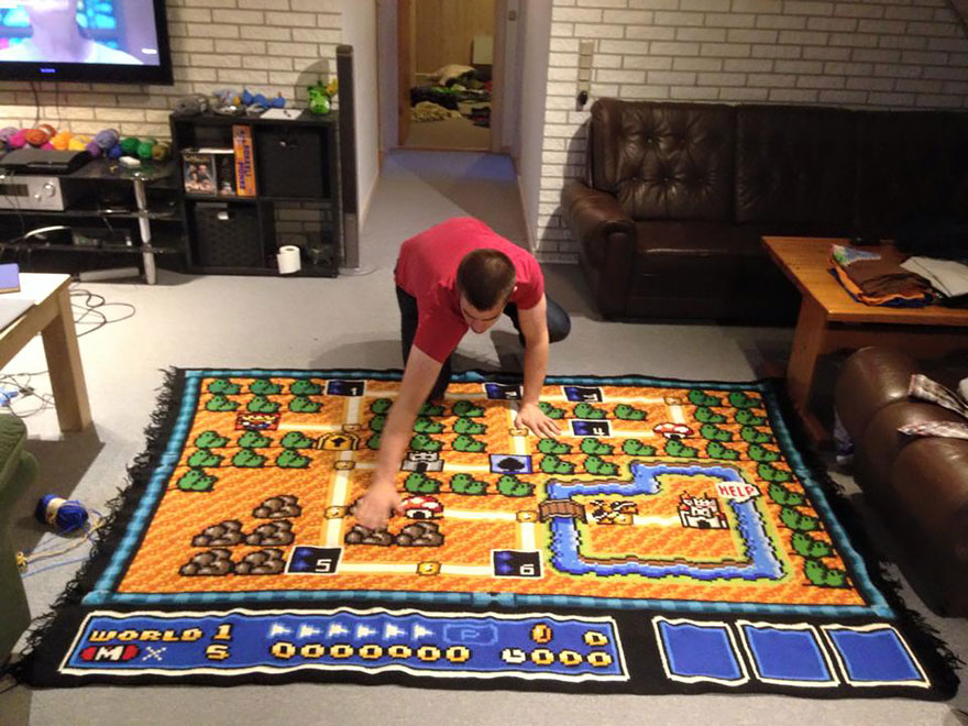 crocheted-super-mario-blanket-kjetil-nordin-2