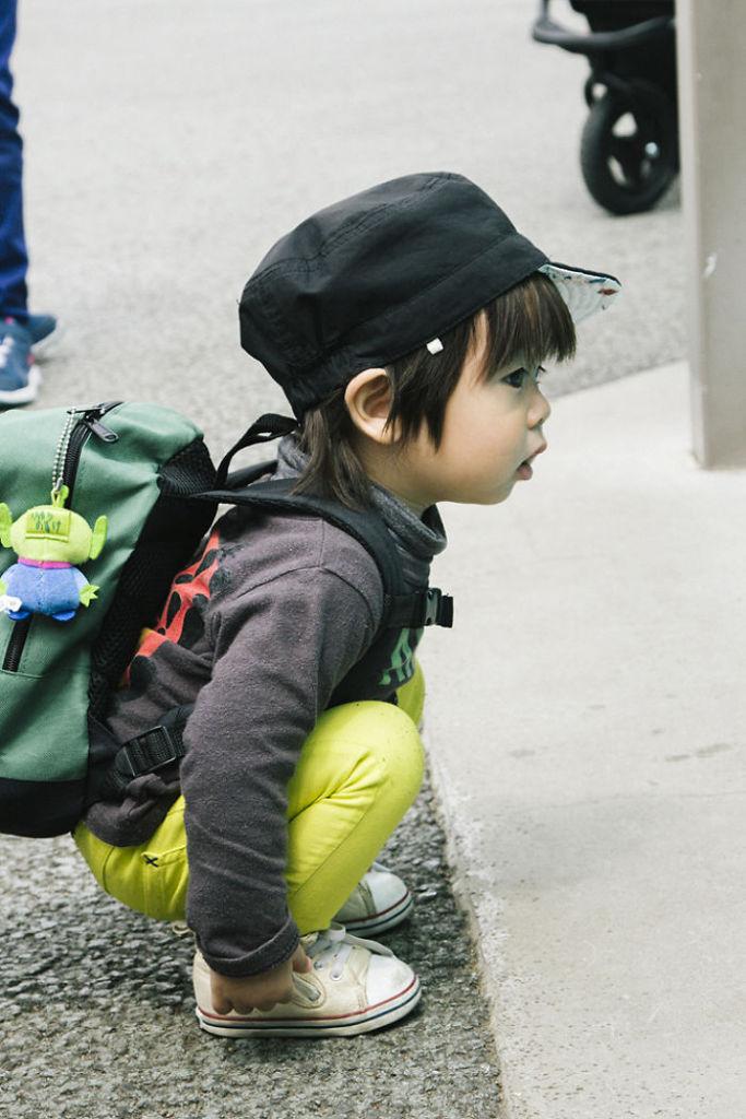 Tokyo-Ueno-Zoo-Funny-Kid__700