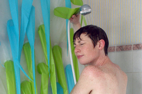 spiky-shower-curtain-water-conservation-elisabeth-buecher-2